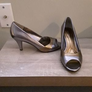 Naturalizer gold/silver leather heels